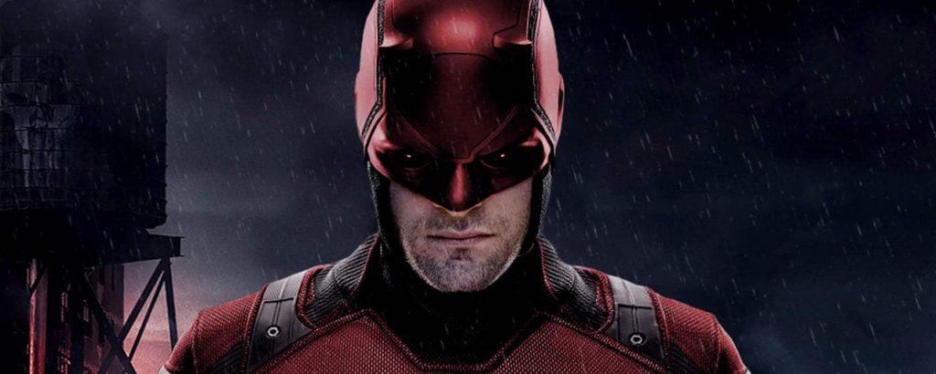 Charlie Cox interpretando a Daredevil